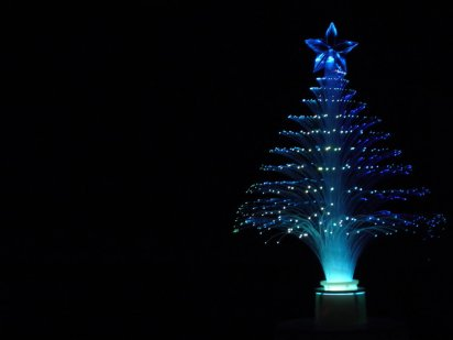 fiber_optic_christmas_tree___aqua_by_caffeine2-d4s8uad